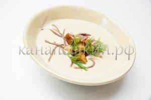Суп-крем грибной с языком