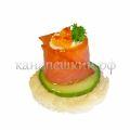 Бочонок из копченого лосося с сырным кремом